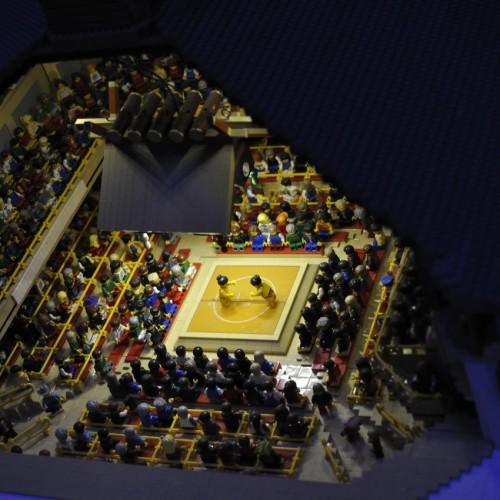 レゴで作られた両国国技場 土俵