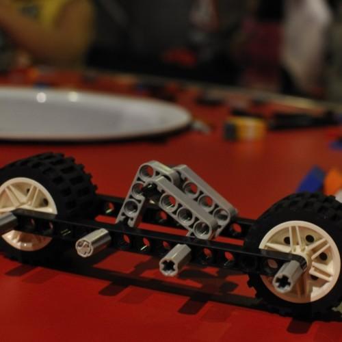 主にタイヤのレゴブロック車