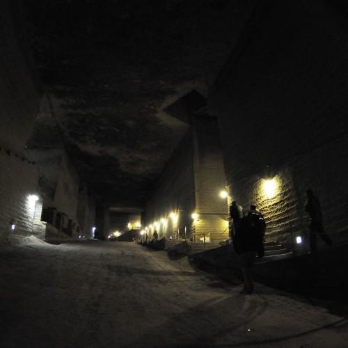 神秘的で巨大な地下空間、大谷資料館