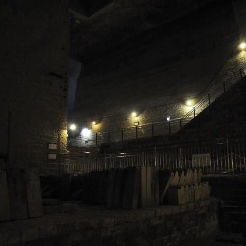 坑道内階段