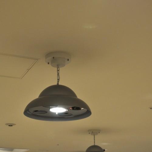 UFOを意識した照明器具