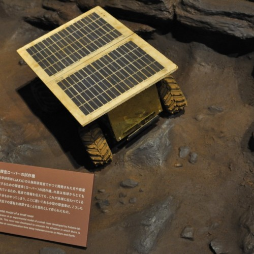 小型探査ローバーの模型