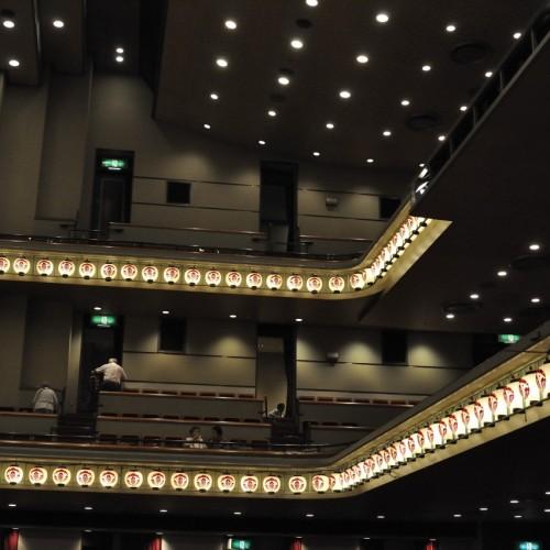 新橋演舞場 天井 提灯
