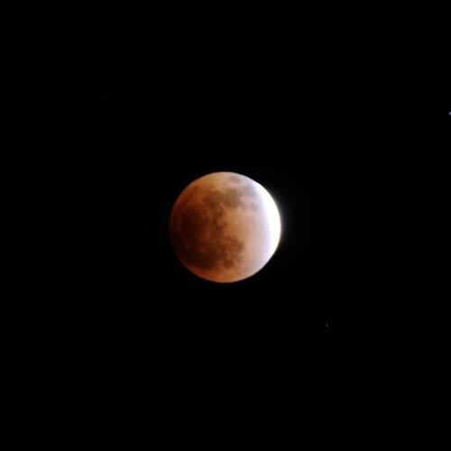 皆既月食の進行中の写真