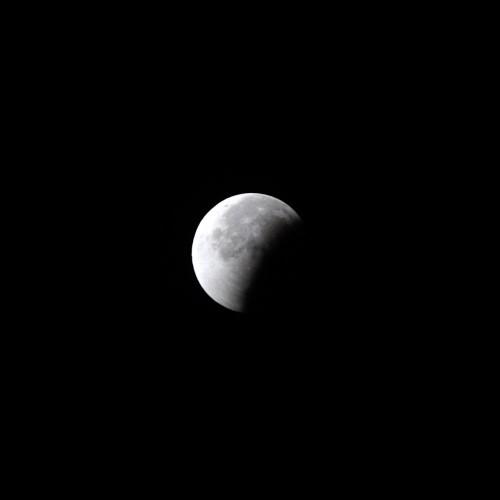 皆既月食の進行途中の写真