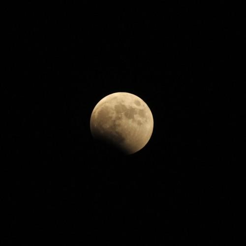 部分月食中の月 ISO200・F8・1/320秒