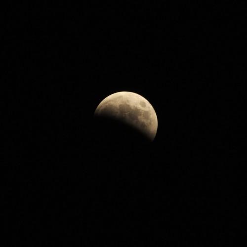 部分月食中の月 ISO200・F8・1/250秒