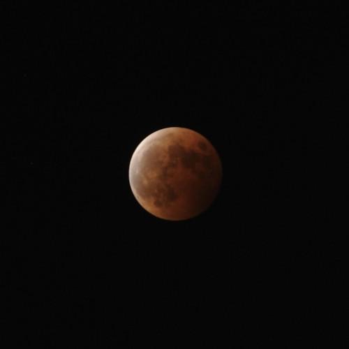 皆既月食終了間際の月 ISO200・F8・2秒