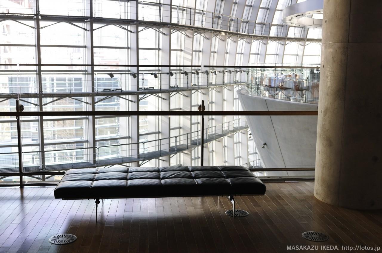 新国立美術館3階ベンチ