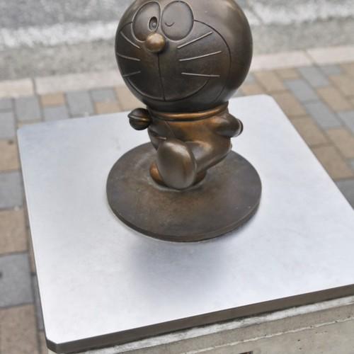 小田急線向ヶ丘遊園駅前のドラえもんの銅像