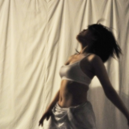 コンテンポラリーダンスを中心とした舞台をみる。そして踊りたくなる。