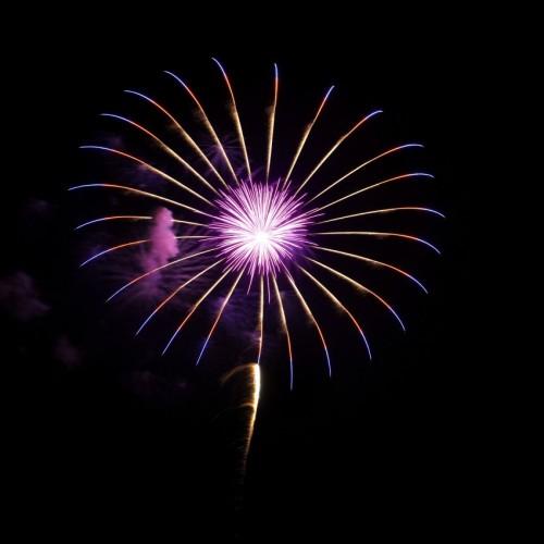 サザンビーチちがさき花火大会の打ち上げ花火