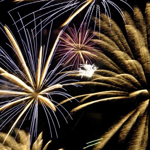 サザンビーチちがさき花火大会の打ち上げ花火 表現写真