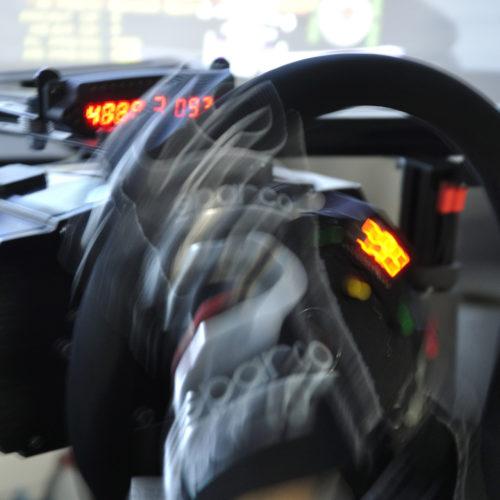 D.D.R AKIBA本店で本格的なレーシングシミュレーターを楽しむ。