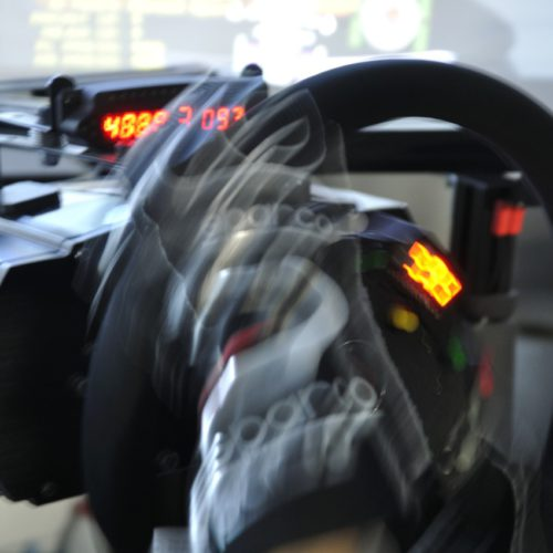 D.D.R レーシングシミュレーター TAKO-1 GPレース中