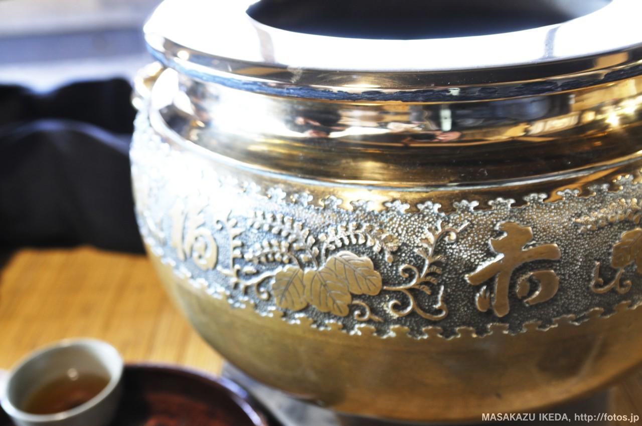 赤福本店の金属製の火鉢