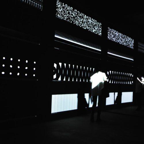 カールステン・ニコライ:パララックス Carsten Nicolai. Parallax ユニディスプレイ unidisplay(ichihara version)