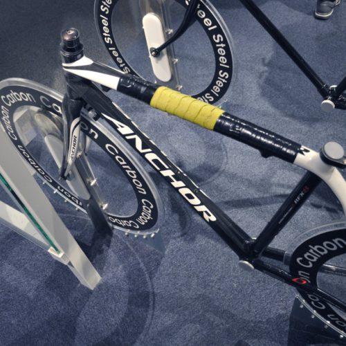 名古屋市科学館:カーボンフレーム競技用自転車の重さ体験