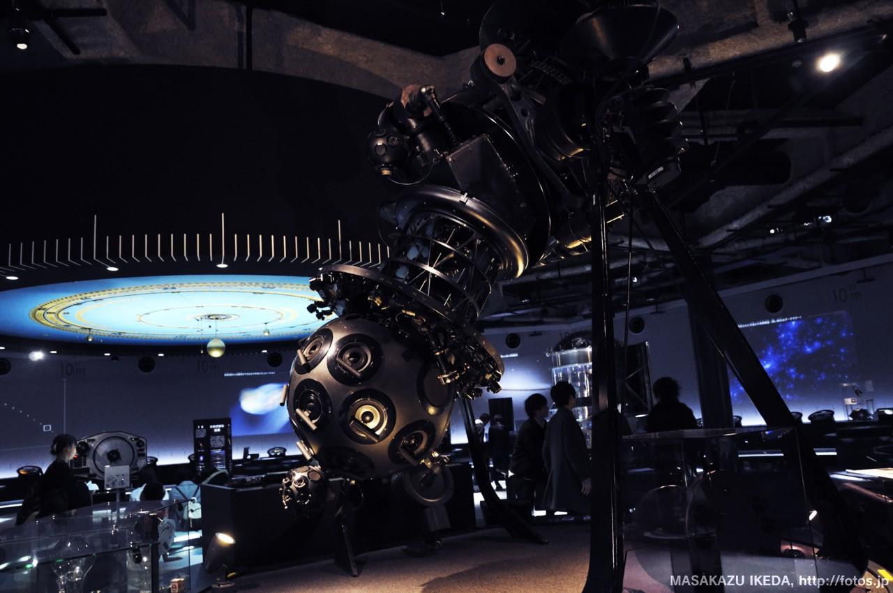 名古屋市科学館:天文館:宇宙のすがた:ZWISSのプラネタリム投影機
