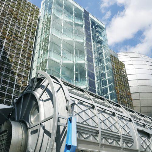 名古屋市科学館の外観と日本実験棟「きぼう」