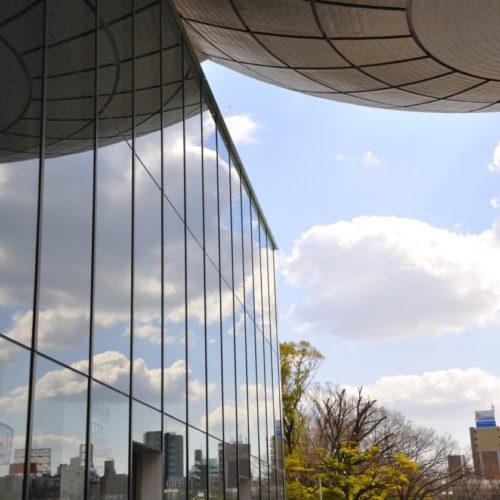名古屋市科学館のガラスと空のリフレクト